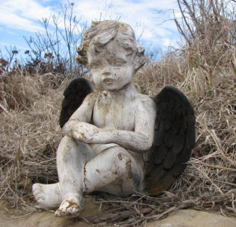 White Rust Cherub w/ Black Wings (Large)