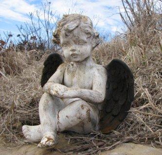 White Rust Cherub w/ Black Wings (Large)
