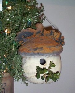 White Rust Acorn Birdhouse